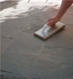 Czyszczenie małych powierzchni packą z gąbką