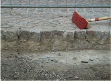Kostka brukowa granitowa, układana w zaprawie hydraulicznie wiążącej (chudy beton).