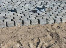Układanie kostki brukowej z elastyczną podbudową, na podłożu żwirowo – piaskowym.