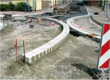 Płyty brukowe betonowe układane w betonowej warstwie nośnej.