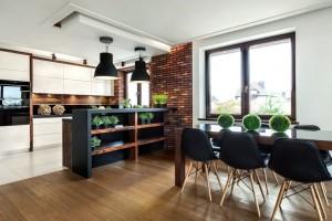 Kuchnia w domku jednorodzinnym- Olkusz. Płytka ręcznie formowana E0126